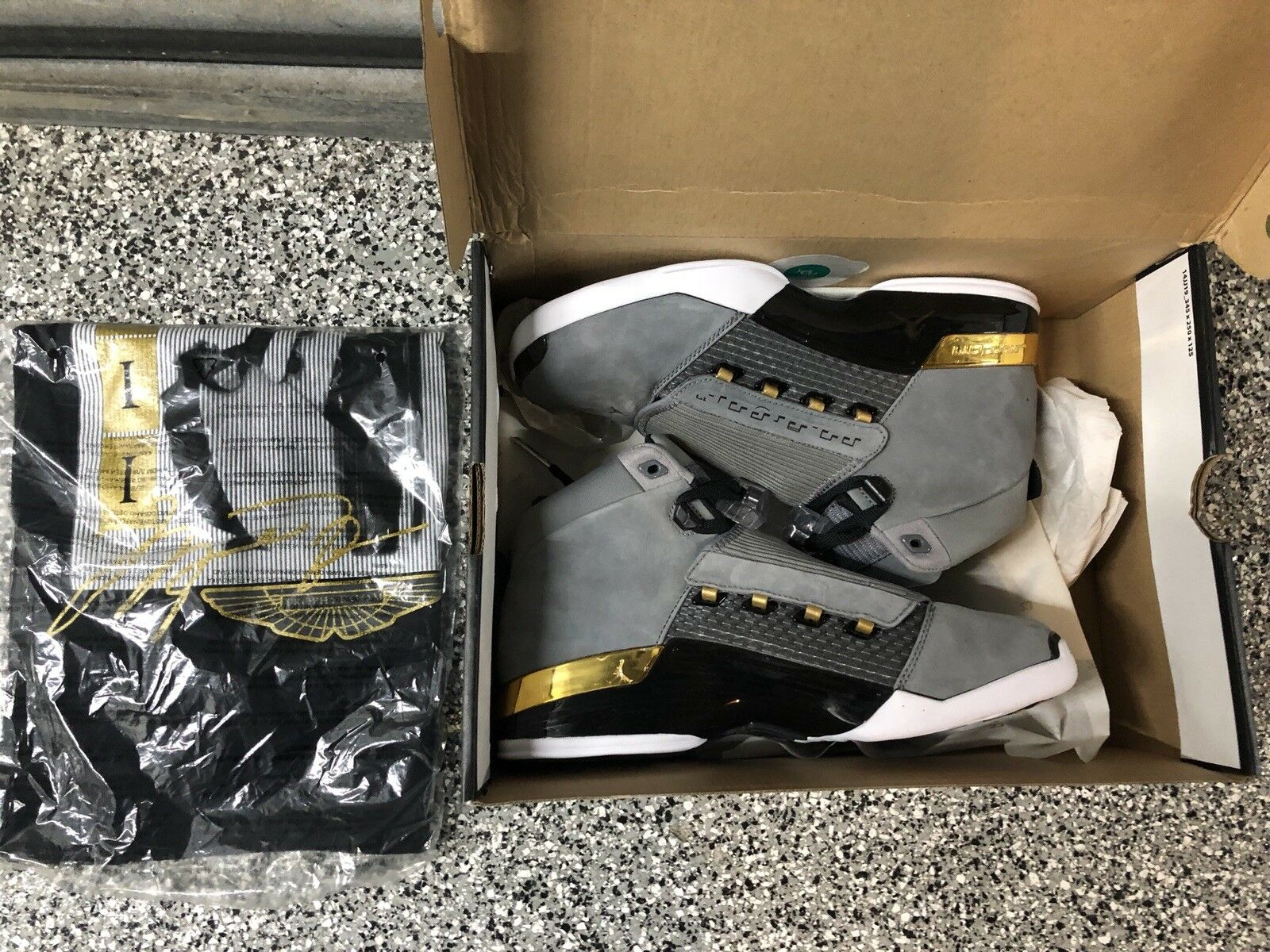 air jordan 17 trophy room with t-shirt - DS Size 8.5