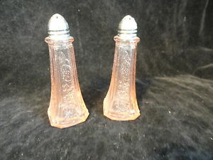 Contemporary-Pink-Glass-Shakers-Depresson-Era-Styling-Mint