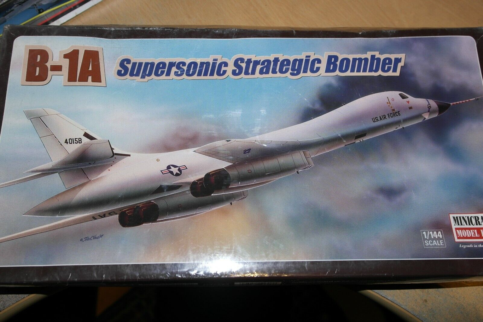 MINICRAFT 1 144  B-1A SUPERSONIC STRATEGIC BOMBER     11606