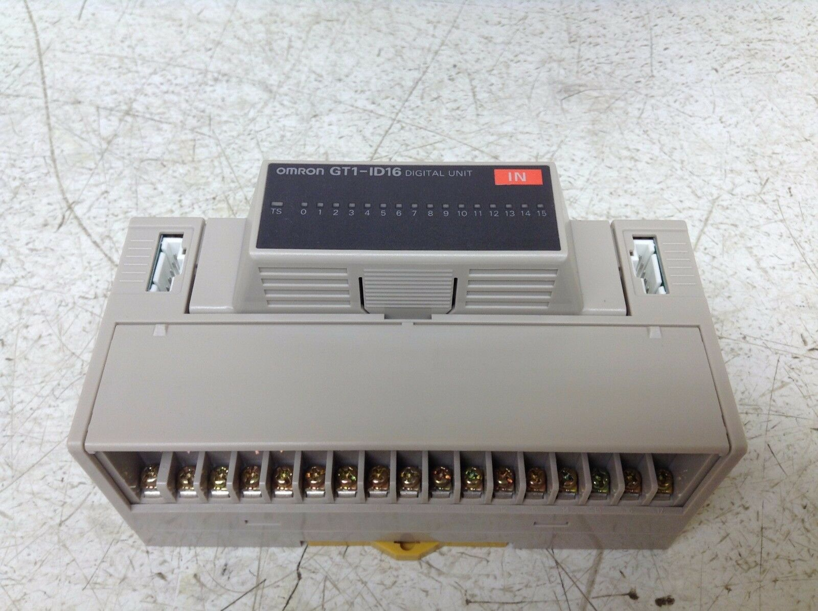 Omron GT1-ID16 GT1-BSC01 Digital Input Unit 24 VDC 16 Point GT1BSC01 GT1ID16