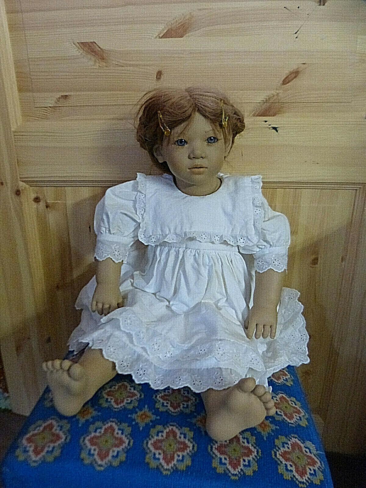 14073. Annette Himstedt Puppe 1991 92  -  weißes Spitzenkleid  -  67 cm