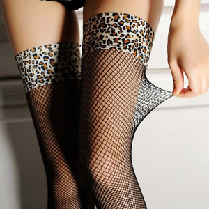 Bas-resilles-noirs-pour-porte-jarretelles-jarretiere-leopard-leopard-sexy-pinup