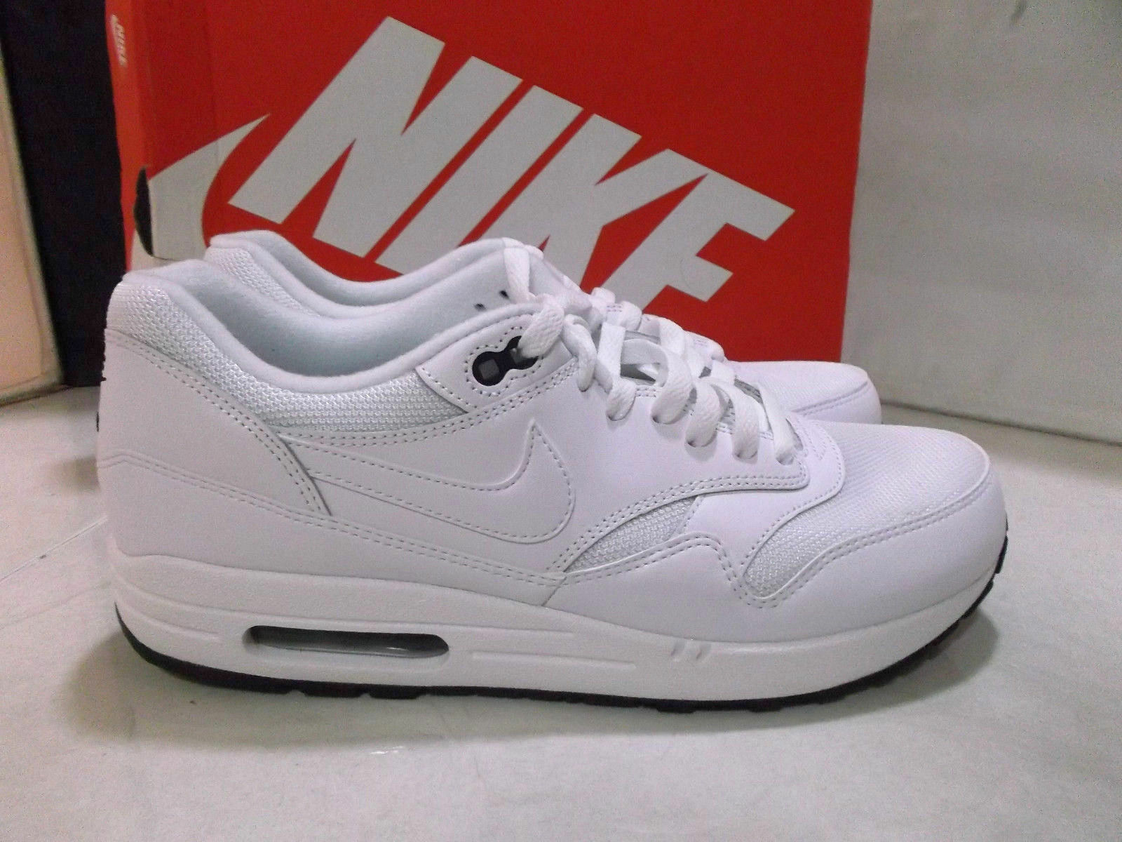 NIKE AIR MAX 1 ESSENTIAL LEATHER WHITE Sz 10 (537383-125)90 95 97 2015 vapormax