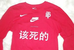 Perceptivo Abuelo Cinco  Men's Nike X TDE X Kendrick Lamar DAMN Swoosh Long Sleeve Shirt (Medium)  Red   eBay