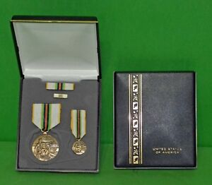 COLD-WAR-VICTORY-MEDAL-CASED-VETERAN-DISPLAY-GIFT-SET-MEDALS-RIBBON-LAPEL-PIN