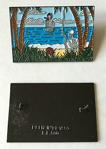 GRATEFUL-DEAD-198O-039-S-Lapel-Pin-LE-500-SKELETONS-ON-BEACH-pin-Relix-DeadHead