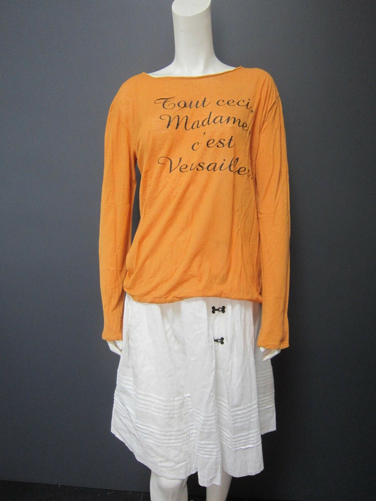 MOMONI cotton & linen thin t shirt NEW   Größe L   Orange with schwarz text