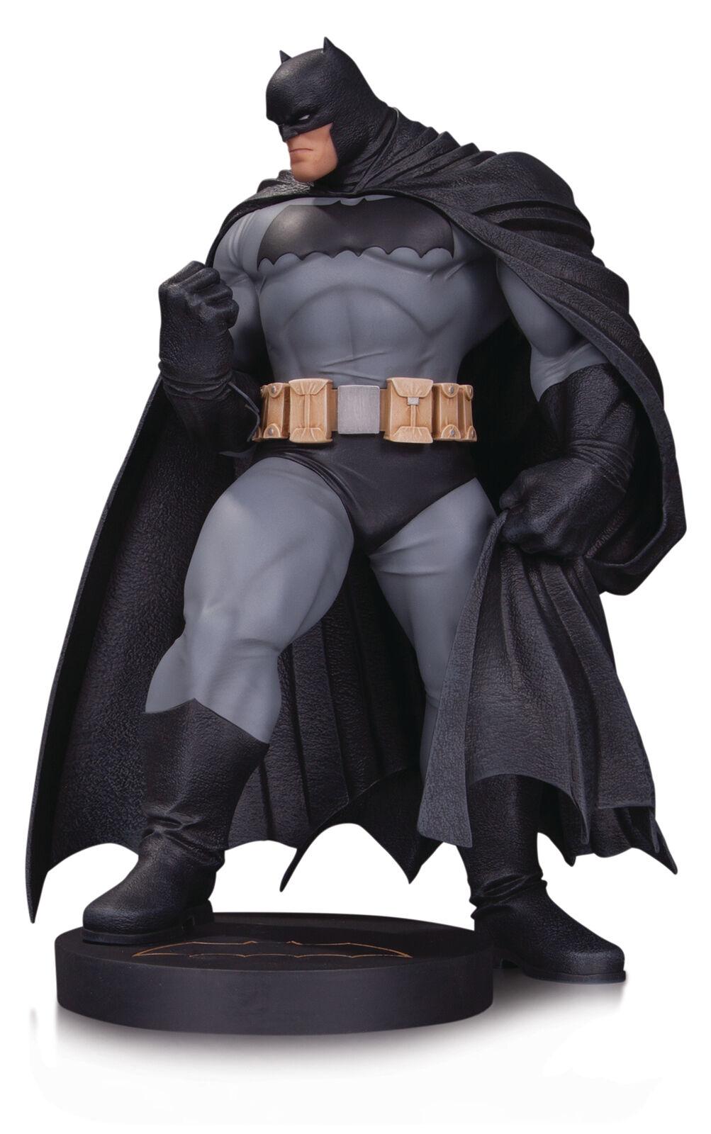 Dc Comics - Diseño Serie - Batman - Mini Estatua - por Andy Kubert