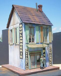 Dioramas-Plus-1-35-034-French-Bakery-034-2-Story-Building-Section-with-Sidewalks-DP15