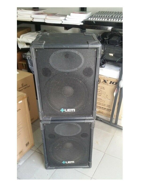 Passive speakers pair 12