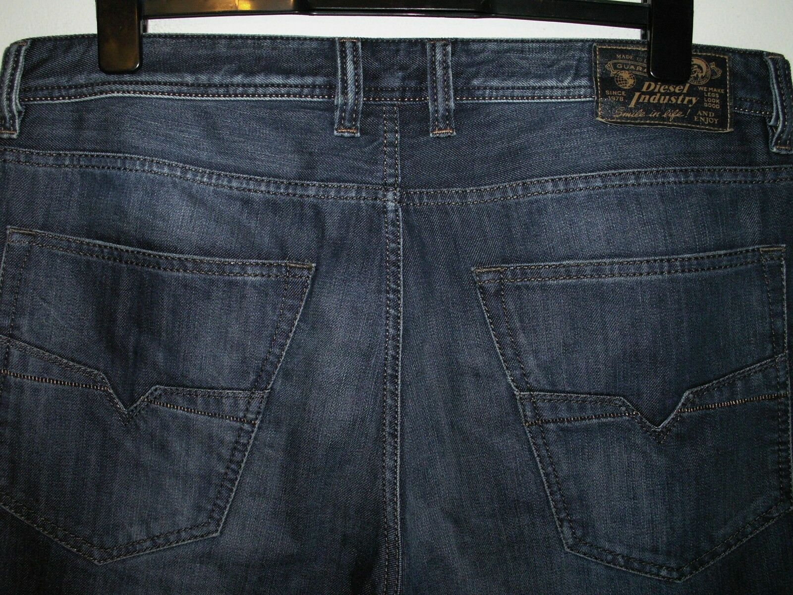 DIESEL LARKEE-RELAXED COMFORT-STRAIGHT JEANS 0833N W36 L32 (5300)