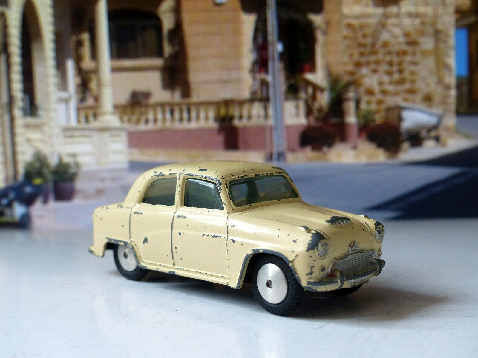 Corgi Toys 201M Austin Cambridge Mechanical (2)