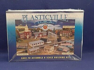 Bachmann 45604 O-Scale Plasticville 3 Farm Out-Buildings /& Animals Snap Kit