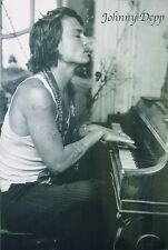 Johnny Depp Poster Piano, schwarz-weiß - Hochformat 61 x 91,5 cm - kommt gerollt