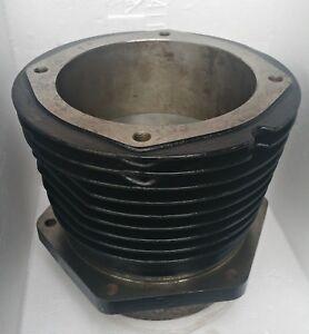 Grosser-Guss-Zylinder-mit-Alu-Kolben-Oldtimer-Zubehoer-R-5-1811-37-A-Unbenutzt