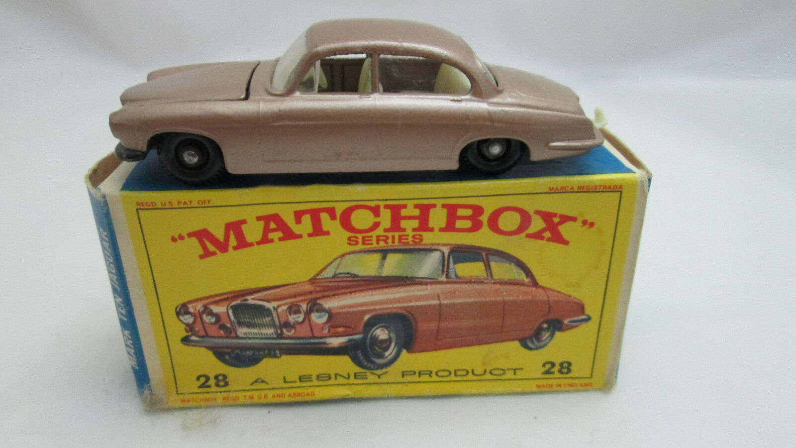 Matchbox Lesney Jaguar Mark 10 with with with tan engine with original Box 942b93