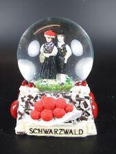 Schwarzwald Schneekugel Snowglobe 9 cm,Souvenir Black Forest,Kuckucksuhr
