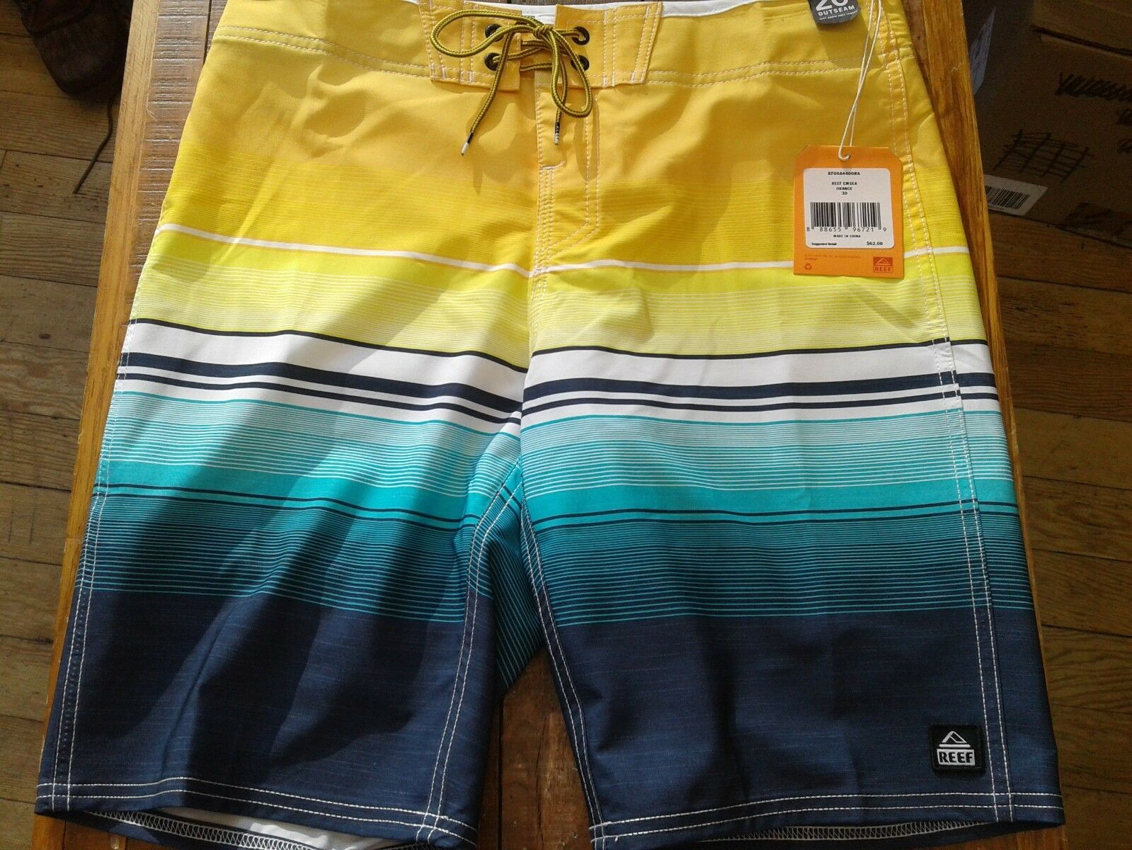 Reef Men's Surfari's  Emsea  Boardshorts orange bluee size 30