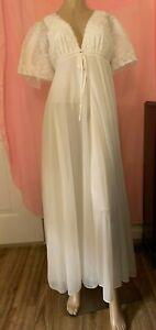 Vintage-VAL-MODE-Nightgown-Peignoir-Set-White-Nylon-Chiffon-Lace-Robe-Gown-Small