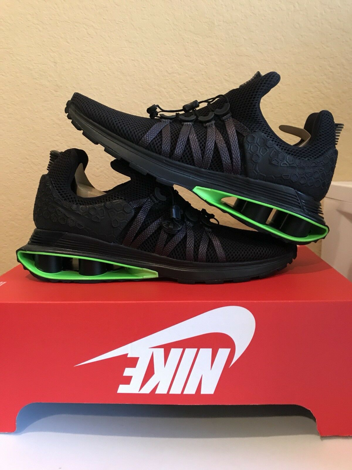 new styles ff75a 9fc27 real jaune noir vert nike shox r3 leather nike chaussures 9c69a 703f7  sale nike  shox gravité luxe noir noir vert gravité grève hommes 12 ar1470 003 taille  ...