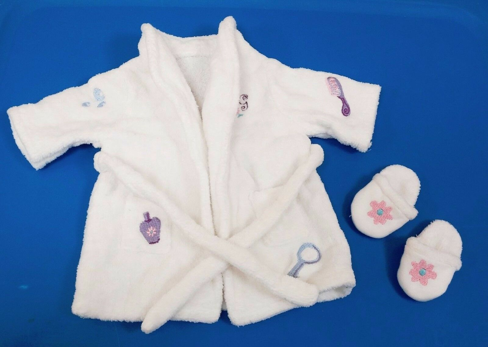 Authentic  AMERICAN GIRL 18  DOLL SPA ROBE   BATHROBE  AND SLIPPERS RETIRED