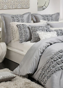 New-PRIVATE-COLLECTION-CAMILLE-SILVER-QUEEN-Quilt-Doona-Duvet-Cover-Set-RRP-240