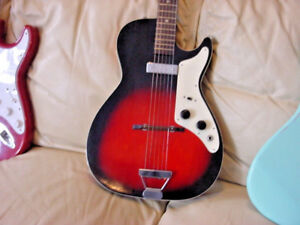 VINTAGE-60s-ELECTRIC-GUITAR-WITH-ORIGINAL-CASE