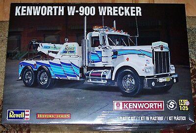 Revell Monogram  Kenworth W-900 Wrecker Tow Truck model kit 1/25
