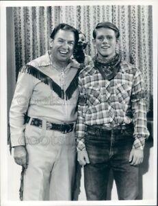 1975-Press-Photo-Robert-E-Smith-Buffalo-Bob-amp-Ron-Howard-as-Howdy-Doody