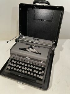 1948 Royal Quiet De Luxe Typewriter With Case - Deluxe Clean Working Glass Keys