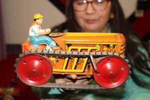 Antique-Vintage-Marx-Crawler-Tractor-Wind-Up-Metal-Toy-WORKS
