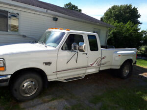 Pick up ford f350 roue double à vendre 8000$