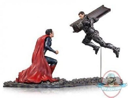 Man of Steel  Superman Vs. Zod 1 12 Scale Statue by Dc Collectibles