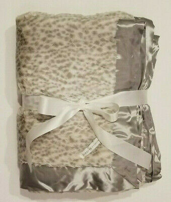 """NWOT NEW Snow Leopard 60/""""x45/"""" Giraffe At Home Luxe Throw Blanket"""