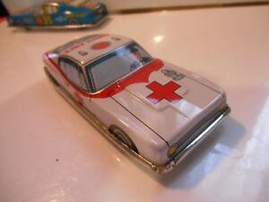 Voiture En Tole Made In Japan 50/60 A Friction Ambulance