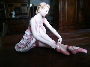 Keramos-Wien-Keramikfigur-sitzende-Taenzerin-um-1920