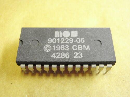 IC bloque de creación Commodore 901229-05 17502-129