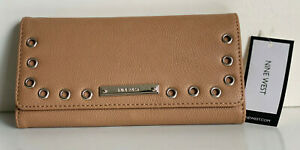 NEW-NINE-WEST-GROMMETS-DARK-CAMEL-BROWN-CHECKBOOK-CLUTCH-WALLET-SALE