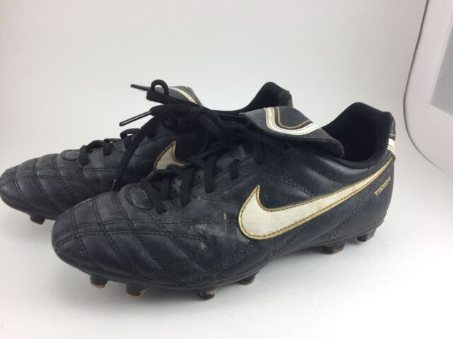 NIKE TEMPO SOCCER CLEATS BOYS SIZE 5Y