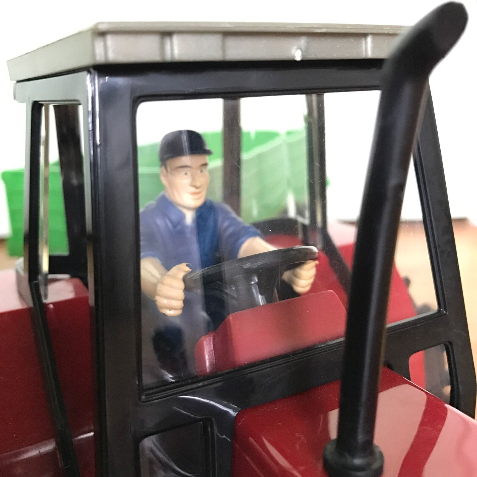 SIKU 6150 Massey Ferguson Tractor 6611 with Hay Tipper Trailer 6610 - exquisite