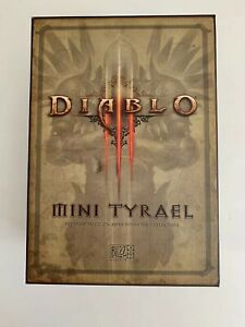 World-Of-Warcraft-Diablo-III-Mini-Tyrael-Statue-Collectable-From-Blizzcon-2011