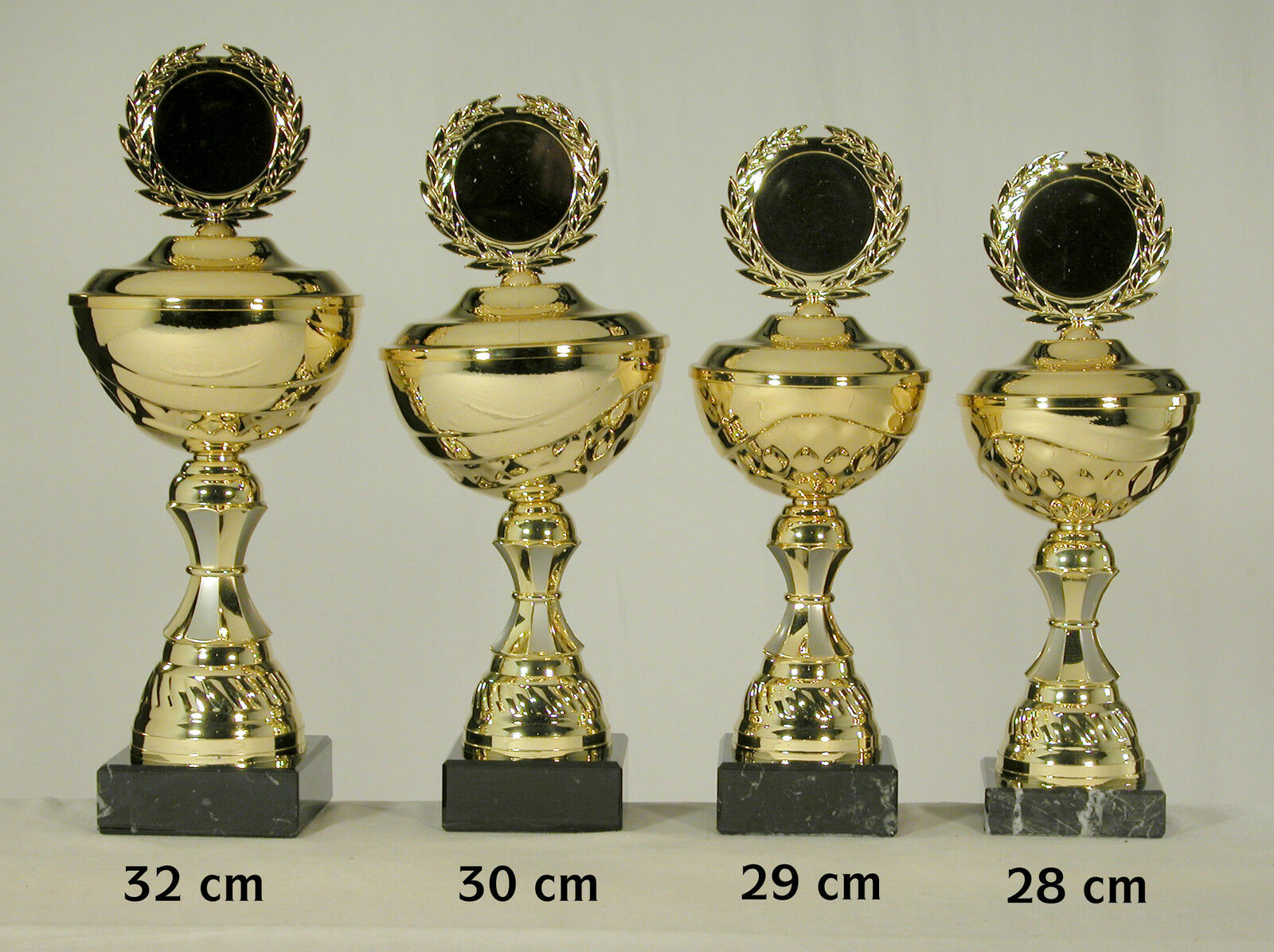 4 Pokale goldfarben  32 - 30 - 29 - 28 cm eischl. Text und Embl. zum SONDERPREIS