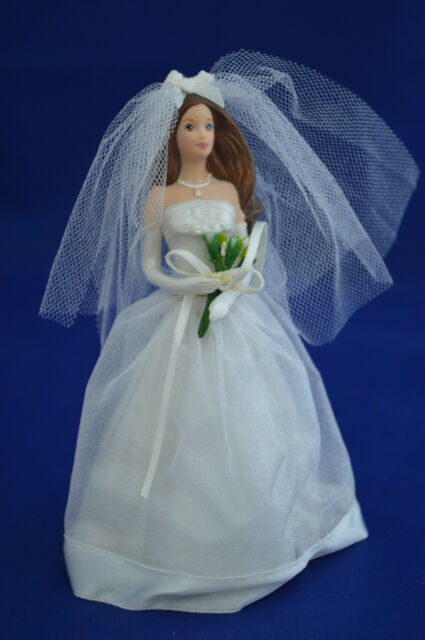 Hallmark Keepsake Ornament - Blushing Bride Barbie 2002 (QXI5323) w/ box