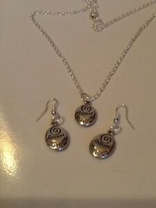 Follow-your-heart-silver-in-colour-matching-necklace-and-hook-earrings