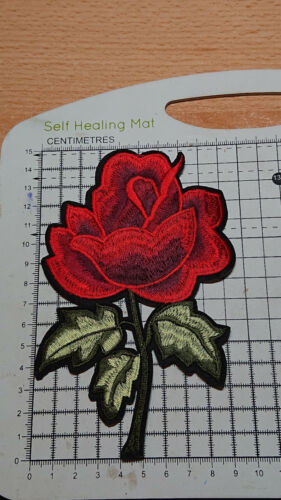 - B-5 Iron On 148mm x 96mm Embroidery Applique Patch // Badge Red Rose Flower