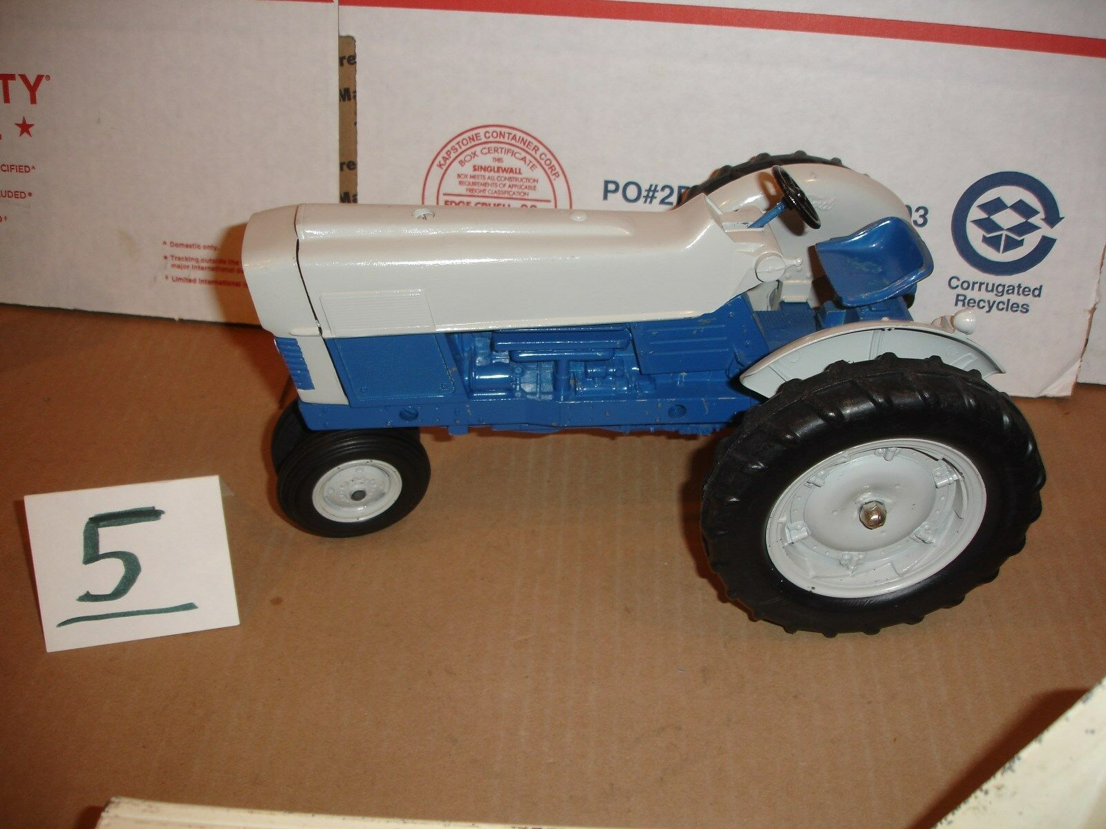 1 12  Ford 6000 Comander  toy tractor