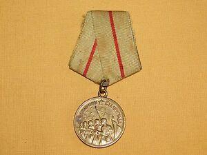 VINTAGE WW2 WWII  RIBBON MEDAL PIN