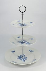 Royal-Copenhagen-034-Blaue-Blume-glatt-034-Etagere-3-stufig