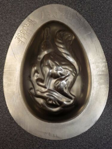 *   CHOCOLATE  OEUF  EGG  MOLD MOULD    VINTAGE ANTIQUE squirrel