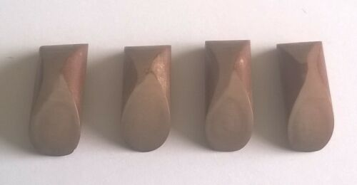 BVJ1094 32mm x 10mm x 4 Large Light Brown Toggle Buttons